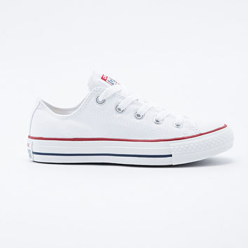 Converse Chuck Taylor Low Trainers in White - Urban Outfitters