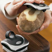 Palm Brush and Peeler | Winarco - Neo Gadgets