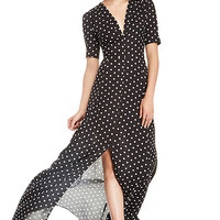 DailyLook: DAILYLOOK Sultry Polka Dot Maxi Dress in Black / White XS - M