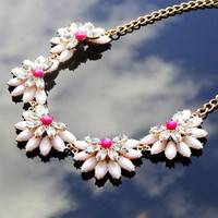 Summer Snow Flowers Necklace