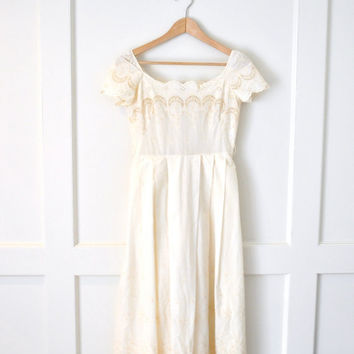 1970s boho wedding dress / off white vintage lace midi dress