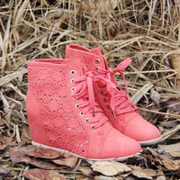 Meadow Lace Booties in Rose