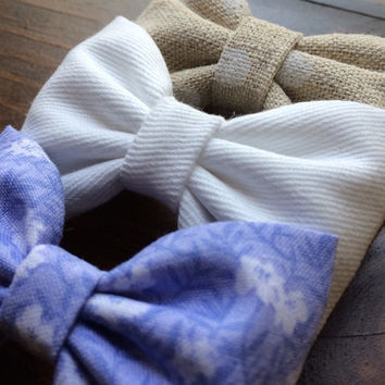 Linen dot, white denim, and periwinkle floral hair bow set from Seaside Sparrow. These hair bows make a perfect gift for her.