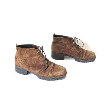 size 7 vintage desert boots / chunky platform HUSH PUPPIES brown suede GRUNGE ankle booties / hiking boots