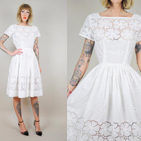 EYELET lace 50's white Cut out FLORAL Bridal Wedding COTTON Shirt day dress simple Fitted dolly xs / small