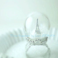 Winter in Paris Ring. Snow Globe Eiffel Tower Paris Ring. Pyrex Glass Dome. Glass Dome Ring. Diorama Jewelry. Waterless.