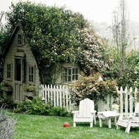 I want a little house like this too!