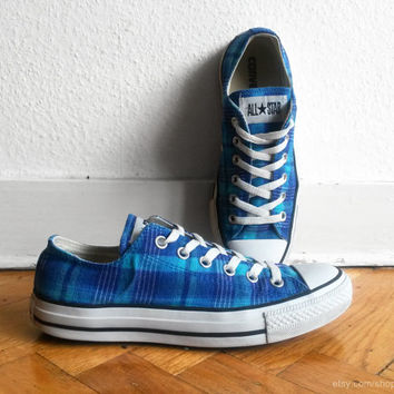 Vintage blue tartan Converse, bright plaid print low tops. Size eu 39 (UK 6, US wo's 8, US men's 6). Rare!