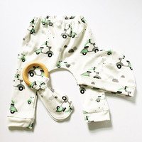 Organic Cotton Newborn Gift Set / Leggings / Teether / Hat / Made to Order / Long Dogs on Scooters