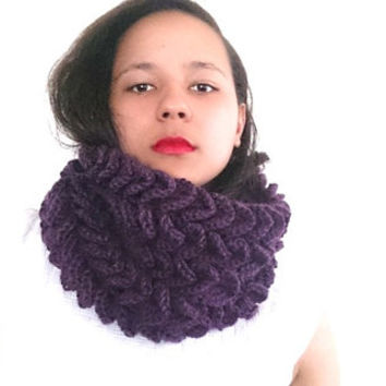 Crochet cowl scarf in deep purple, Chunky cowl - The petal scarf - Crochet infinty scarf