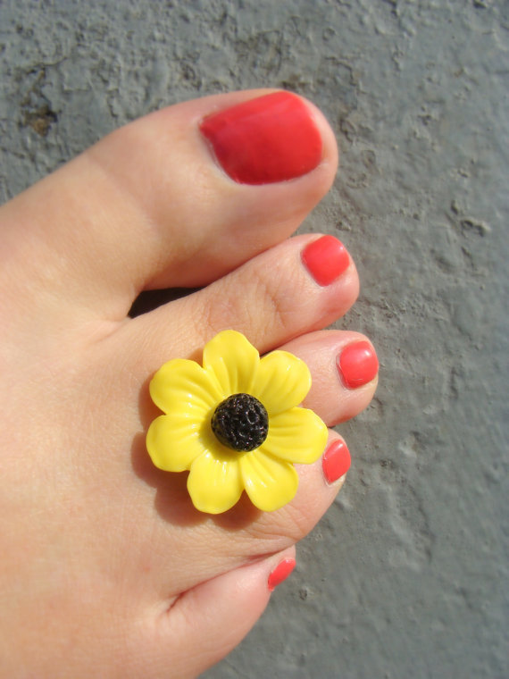 Toe Ring: Little Miss Daisy Button Bead Toe Ring