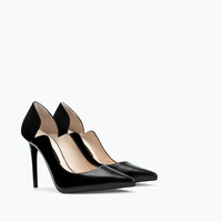 Asymmetric leather court shoe