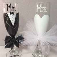 Bride and Groom Toasting Flutes, Mr. and Mrs. Wedding Champagne Glasses, Bridal Gift, Wedding Gift, Engagement Gift