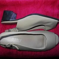 MUNRO SHOES BEIGE  OPEN TOE SLINGBACKS W BUCKLES SIZE 7 W/ 37 !MADE IN USA