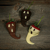 Strawberry Ghosts | Cute Fruit | CutestFood.com