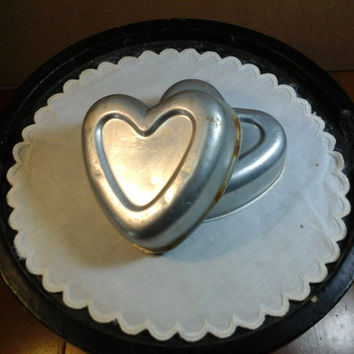 vintage heart shaped cake tin