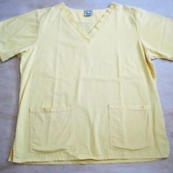COTTONALITY SCRUB TOP size (L) 2 DEEP POCKETS Unisex YELLOW IN COLOR USA