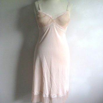 Vintage 1970s Full Slip Pink-Peach Lace Pleated Ruffle Undergarment 32
