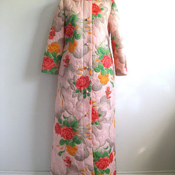 Vintage 1970s House Coat Peach Floral Quilted Morning House Robe Med