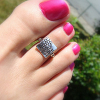 Silver Textured Square Bead Stretch Toe Ring