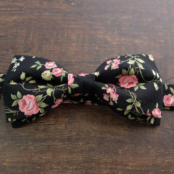 Men's Bow Tie by BartekDesign: pre tied black roses pink flowers boho