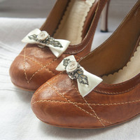 Ribbon bow shoe clips with rose and filigree detail in cream and pearl tone