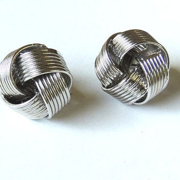 Vintage Trifari Earrings, Clip Ons, Silver tone, Modernist, Vintage Earrings, Designer jewelry,vintage jewelry,costume jewelry (3kbx)