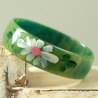 Bakelite Bangle Painted Daisies or Flowers