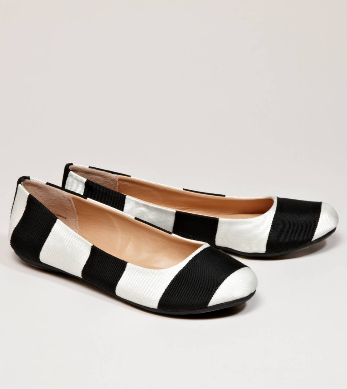 AEO Striped Flat | American Eagle Outfitters