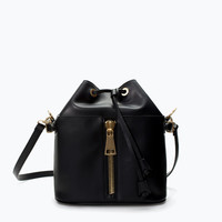 Zipped bucket bag