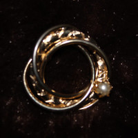 """Goldtone Brooch with Interlocking Circles Design and """"Pearl"""""""