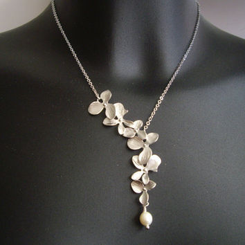SALE 10% OFF - Asymmetrical flowers cascade necklace in white gold