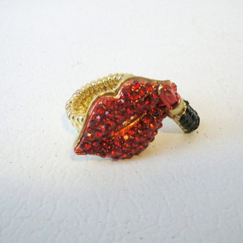 Free Shipping: Red and Gold Statement Ring Lips Cocktail Ring