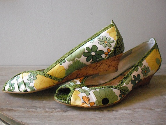 Gorgeous Vintage Silk pumps Floral green cream yellow Floral Print ... Cork Wedges Sz 9