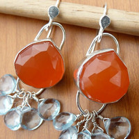 Carnelian earrings, tangerine orange earrings, natural carnelian and sky blue topaz in sterling silver, christmas in july oorbellen