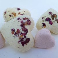 Natural heart bath bomb - handmade rose buds bath fizzy - mini vegan bath bomb with patchouli oil and epsom salt - mini heart bath bomb