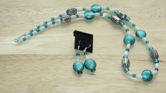 2 Piece Jewelry Set in Aqua and White