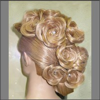 blond hairstyle-the hair immitates roses