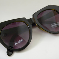UNIQUE Retro CATEYE Sunglasses with Side ARROW Detail Black