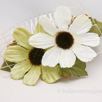 daisy comb in green and ivory