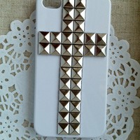 Silver Pyramid Stud White Hard Case.. on Luulla