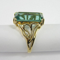Vintage 14K Yellow Gold Green Synthetic Emerald Ring