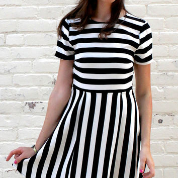 Short Sleeve Striped Fit and Flare Dress - Black/White – H.C.B.