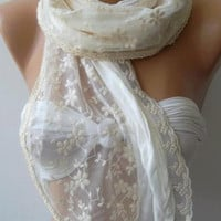 Creamy White / Lace and Elegance Shawl-