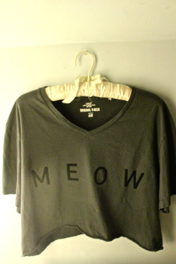 Gray cropped &#x27;meow&#x27; t shirt