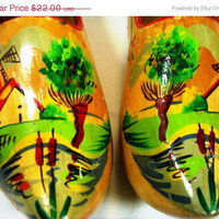 20% OFF SUMMER SALE Dutch Clogs           A Pair of Vintage Hand-Painted Wood Dutch Clogs