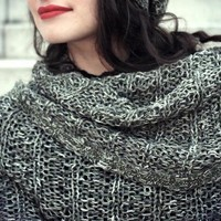 Oversized snood scarf in trendy design
