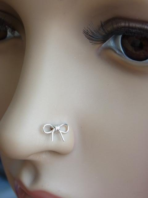 Cutie Bow wire wrapped silver nose stud