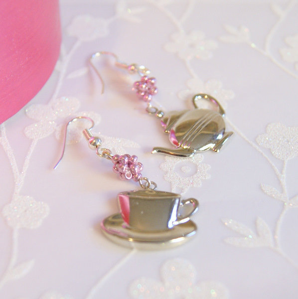 Tea Time Earrings... on Luulla
