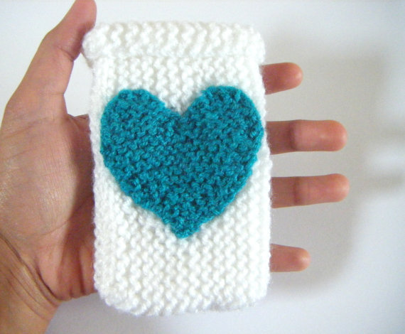 Phone case knitted in White with Turquoise love heart, choose your colour